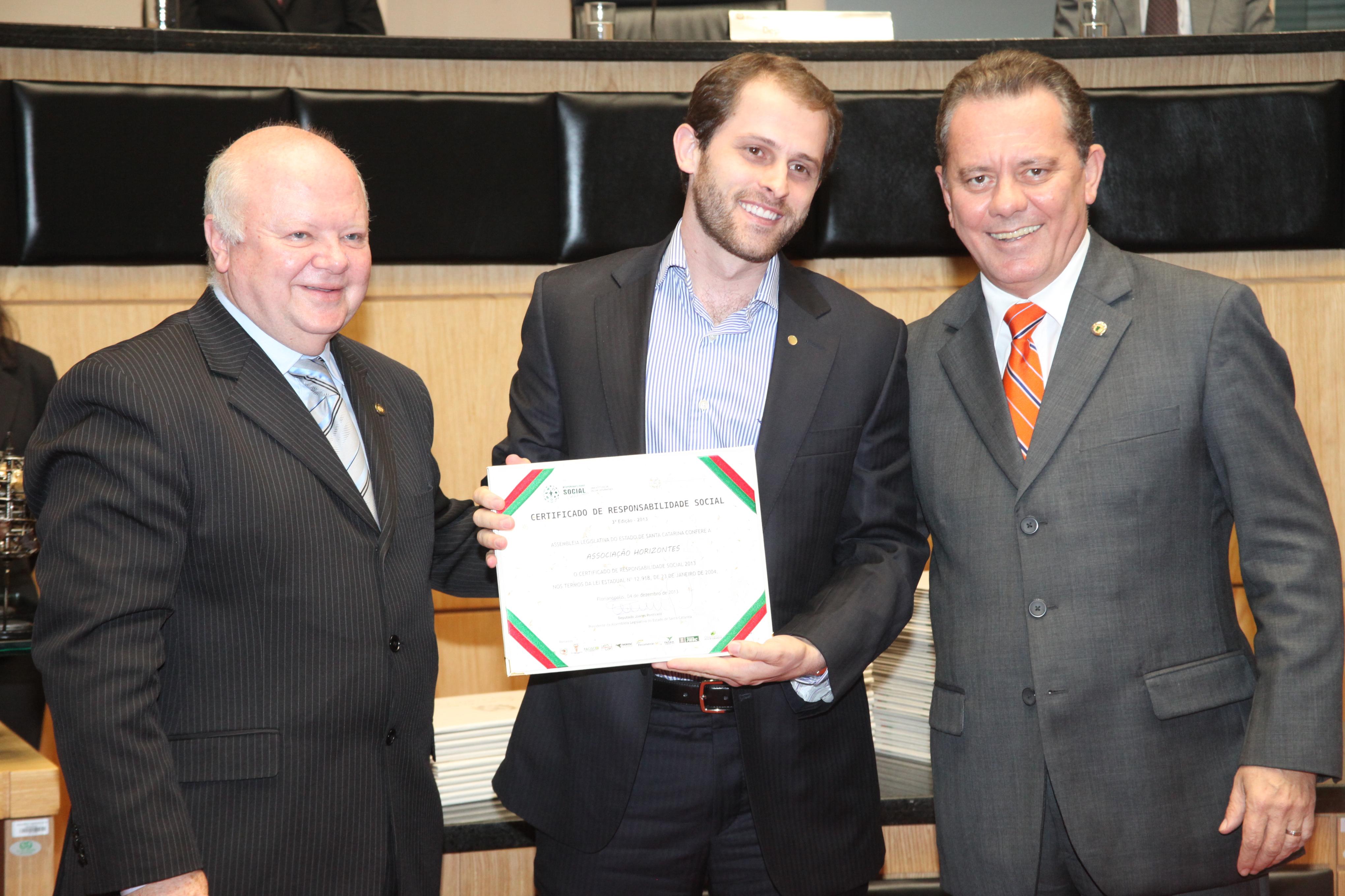 Solenidade de entrega de Certificação de Responsabilidade Social - 2013