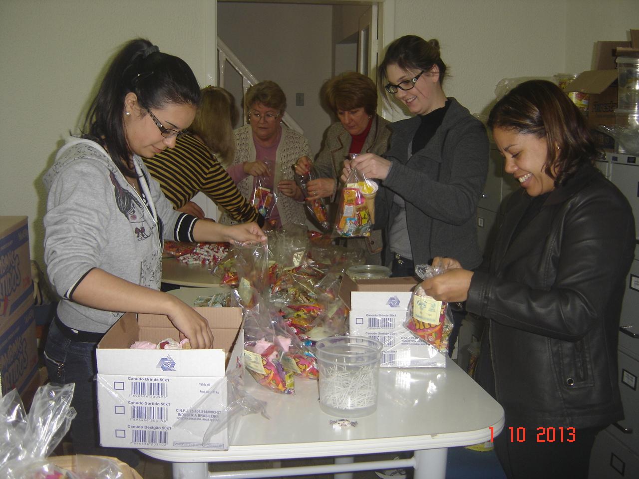 Equipe da FCJ em grande preparação para a FESTA DA CRIANÇA