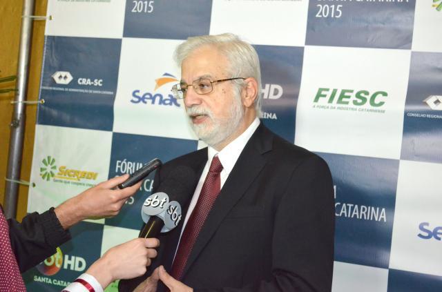 Gustavo Loyola debateu os rumos da economia no Fórum Santa Catarina realizado em Lages
