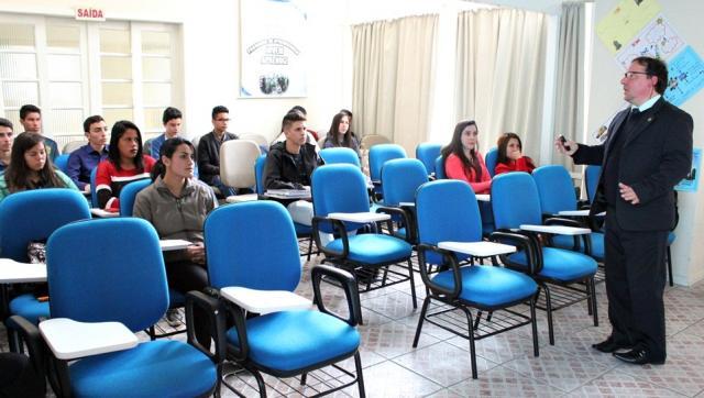 02/08/2017 - Educação fiscal é tema de palestra na FCJ