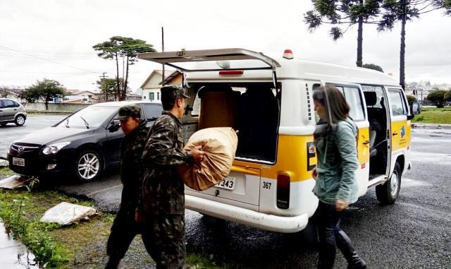 Fundação Carlos Joffre leva donativos às pessoas atingidas pelas enchentes